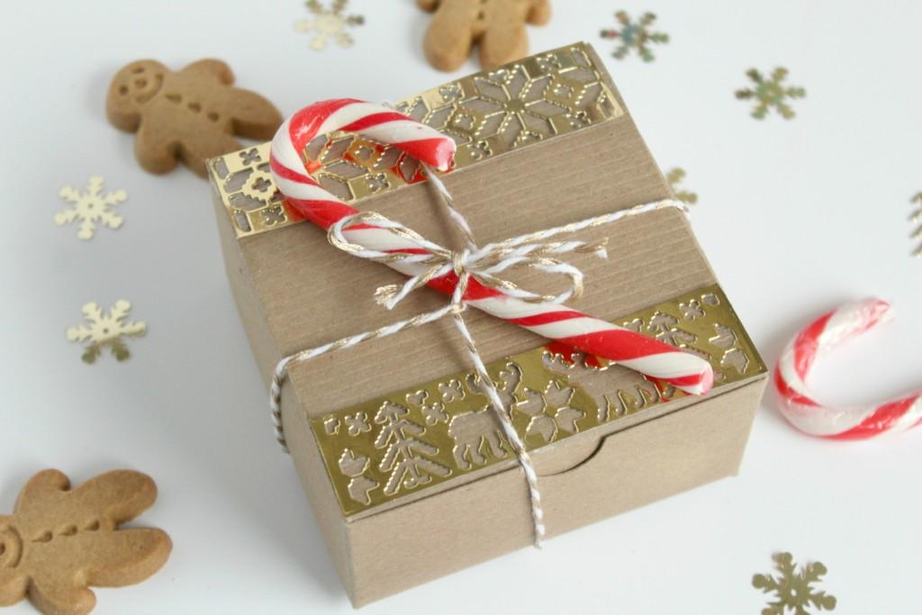 Gingerbread-Gift-Box-DIY-Close-Up