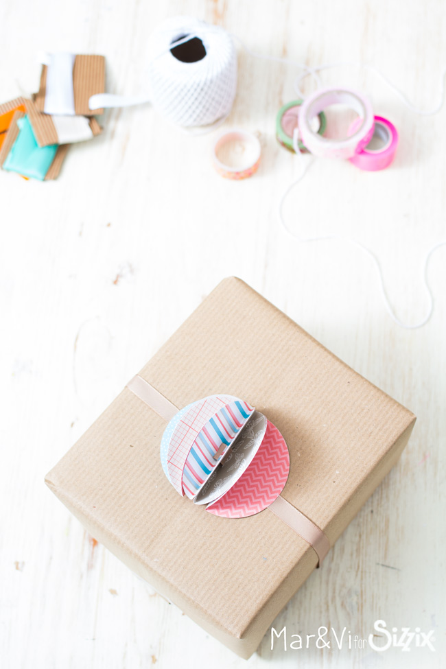 Paper Pom Pom to Gift Wrapping