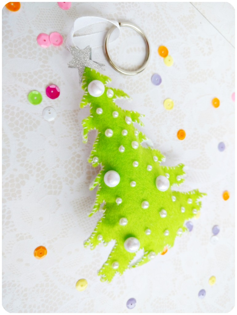 DIY-Felt-keychain-Christmas-tree-Sizzix-by-Jasleen-Kaur