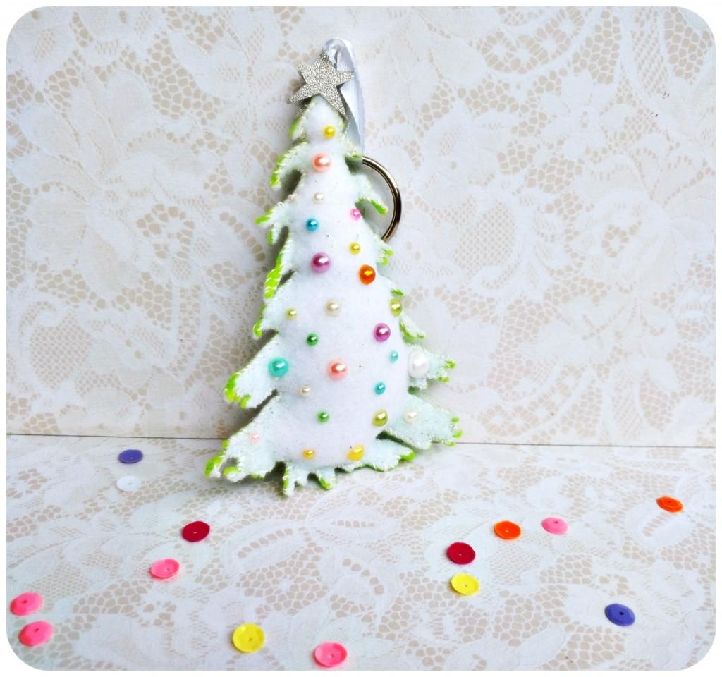DIY-Felt-keychain-Christmas-tree-Sizzix-by-Jasleen-Kaur.2