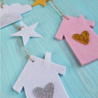 Make a felt wall decoration for baby's room