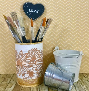 Upcycling idea: Natural florals brush holder