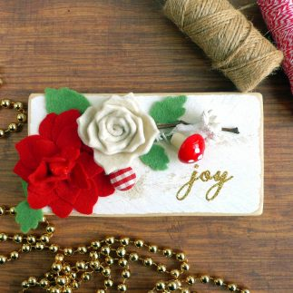 DIY Christmas Decor: Wood Sign with felt flowers