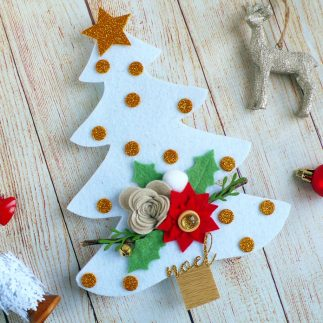 DIY Holiday Decor: Felt Christmas tree with flowers