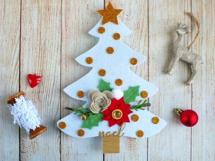 Felt Christmas Decorations Uk.Diy Holiday Decor Felt Christmas Tree With Flowers Anna