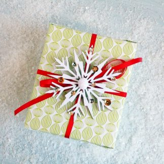 Easy DIY Christmas Gift Wrapping Idea