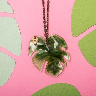 Monstera leaf pendant necklace using Shrink Plastic