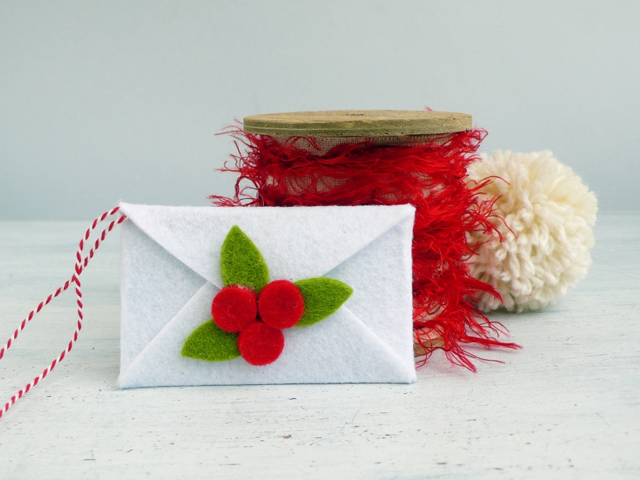 DIY Felt Envelope Christmas Ornament