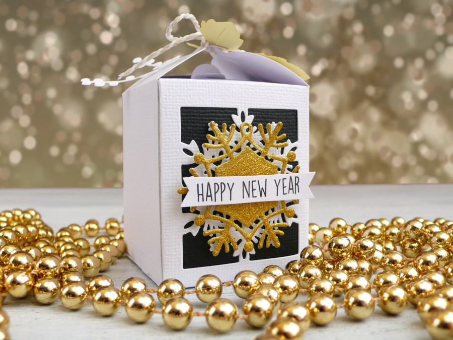 New Year's Eve: Snowflake Favor Boxes - VIDEO